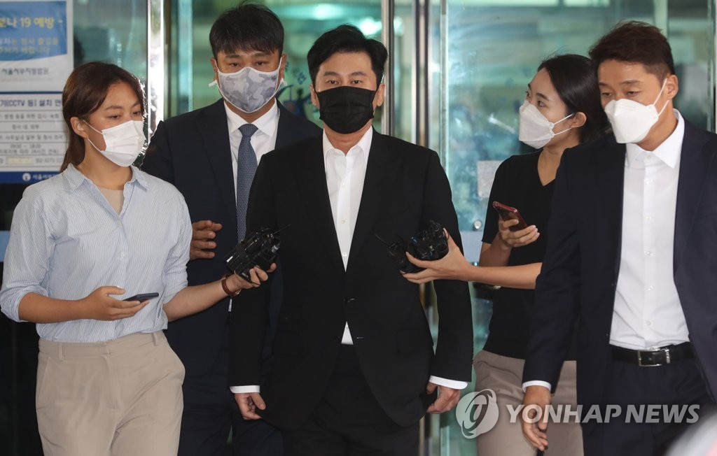 Former YG Entertainment CEO Yang Hyun-suk exits the Seoul Western District Court after a court hearing on an overseas gambling case on Sept. 9, 2020. (Yonhap)
