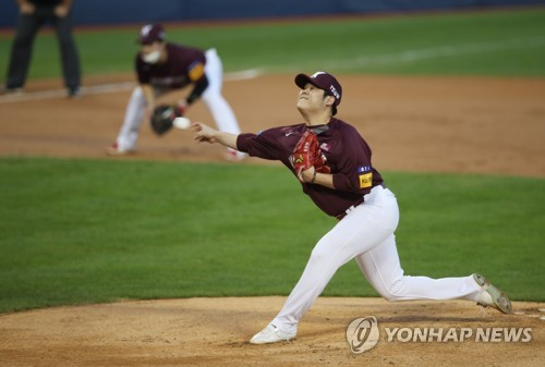 Han Hyun-hee fighting back