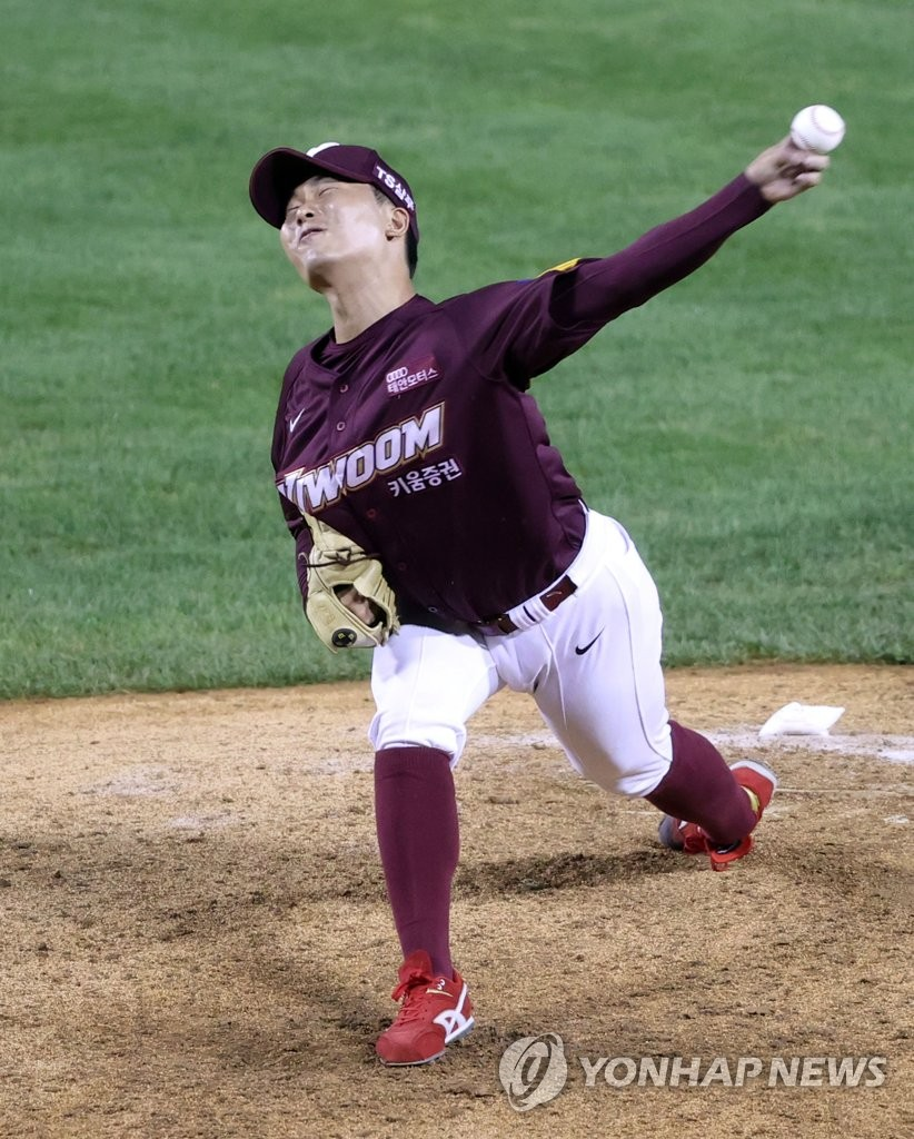 In this file photo from Sept. 11, 2020, Kim Seong-min of the Kiwoom Heroes pitches against the LG Twins in the top of the eighth inning of a Korea Baseball Organization regular season game at Jamsil Baseball Stadium in Seoul. (Yonhap)