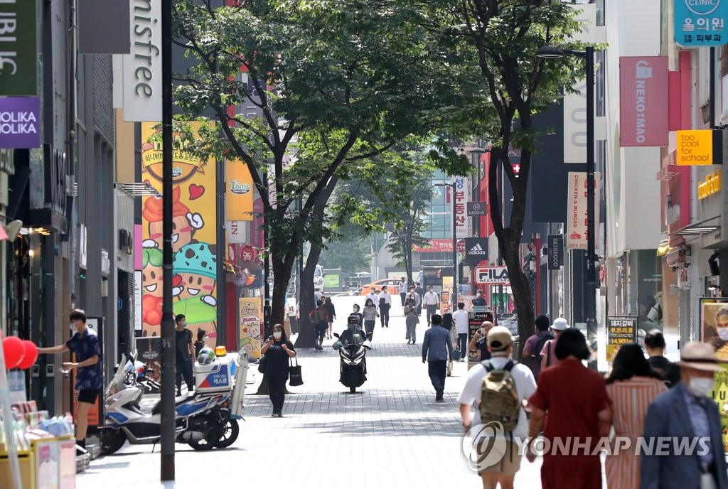 This photo, taken on Sept. 15, 2020, shows Seoul's shopping district of Myeongdong, where not many citizens were spotted amid the recent surge in COVID-19 infections in the country. (Yonhap)