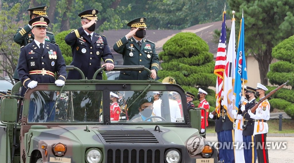 USFK honors S. Korea's outgoing JCS chair