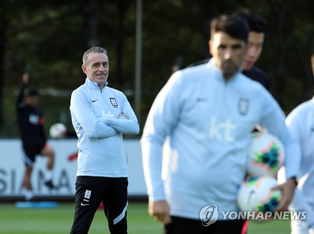 Paulo Bento (L), head coach of the South Korean men's senior national football team, smiles during practice at the National Football Center in Paju, Gyeonggi Province, on Oct. 5, 2020. (Yonhap)