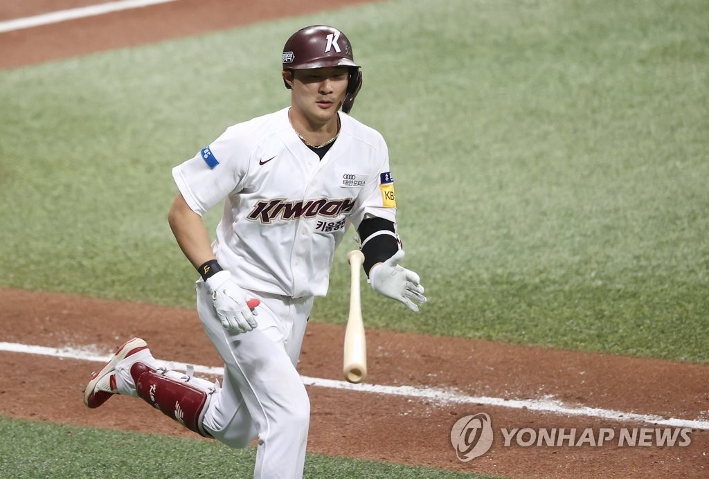 In this file photo from Oct. 7, 2020, Kim Ha-seong of the Kiwoom Heroes tosses his bat after hitting a solo home run against the NC Dinos during the bottom of the fifth inning of a Korea Baseball Organization regular season game at Gocheok Sky Dome in Seoul. (Yonhap)