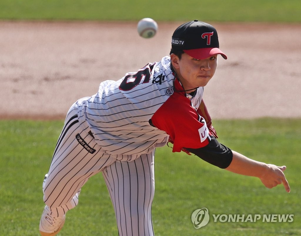 In this file photo from Oct. 18, 2020, Lee Min-ho of the LG Twins pitches against the Kia Tigers during a Korea Baseball Organization regular season game at Jamsil Baseball Stadium in Seoul. (Yonhap)