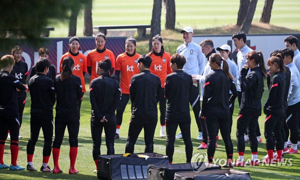 In this file photo from Oct. 19, 2020, members of the South Korean women's national football team prepare for the start of practice at the National Football Center in Paju, Gyeonggi Province. (Yonhap)