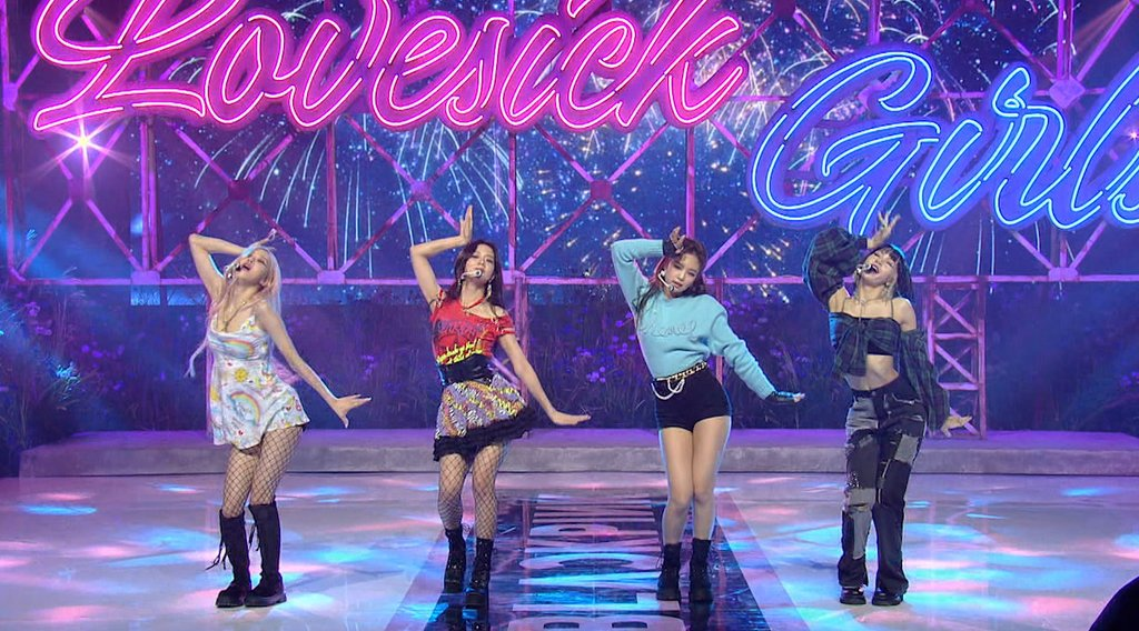 "This photo, provided by YG Entertainment, shows BLACKPINK performing its song ""Lovesick Girls"" on the U.S. television show ""Good Morning America"" on Oct. 21, 2020. (PHOTO NOT FOR SALE) (Yonhap)"
