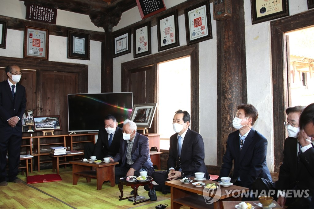 Prime minister visits independence fighter's birthplace