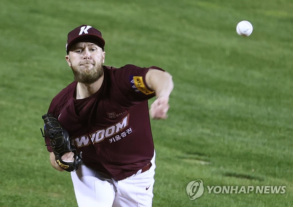In this file photo from Oct. 30, 2020, Eric Jokisch of the Kiwoom Heroes pitches against the Doosan Bears in a Korea Baseball Organization regular season game at Jamsil Baseball Stadium in Seoul. (Yonhap)
