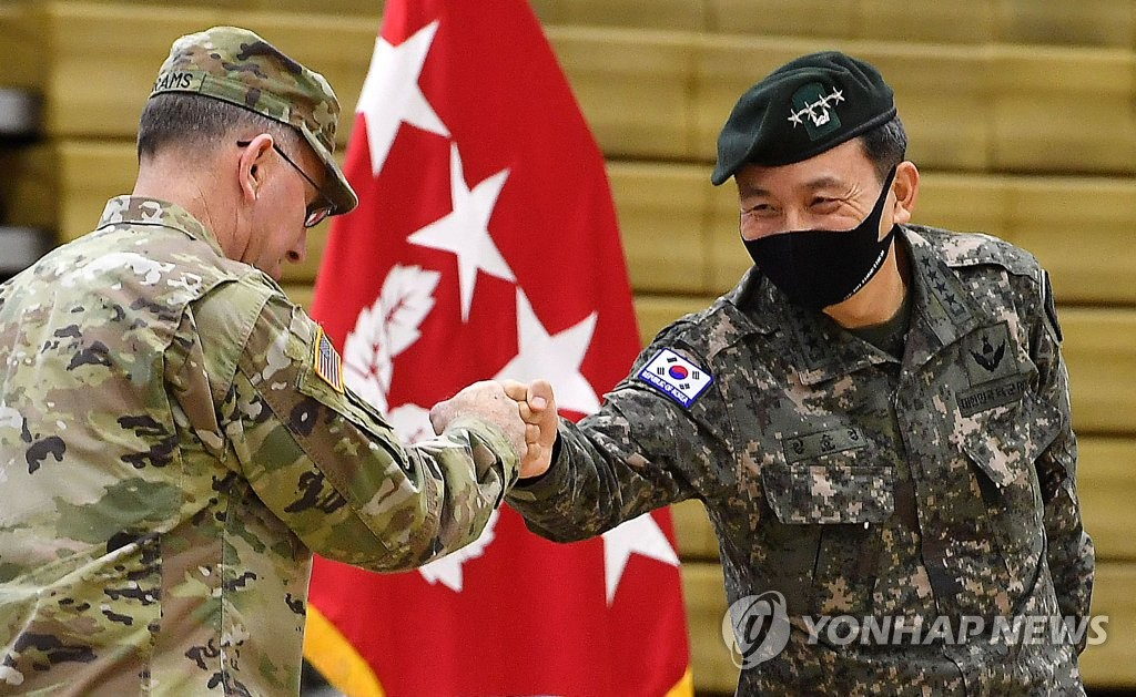U.S. Forces Korea commander Gen. Robert Abrams (L), also commander of the South Korea-U.S. Combined Forces Command (CFC), and deputy commander Gen. Kim Seung-kyum bump fists during a ceremony to mark the CFC's 42nd founding anniversary at a U.S. base in Seoul on Nov. 6, 2020. (pool photo) (Yonhap)