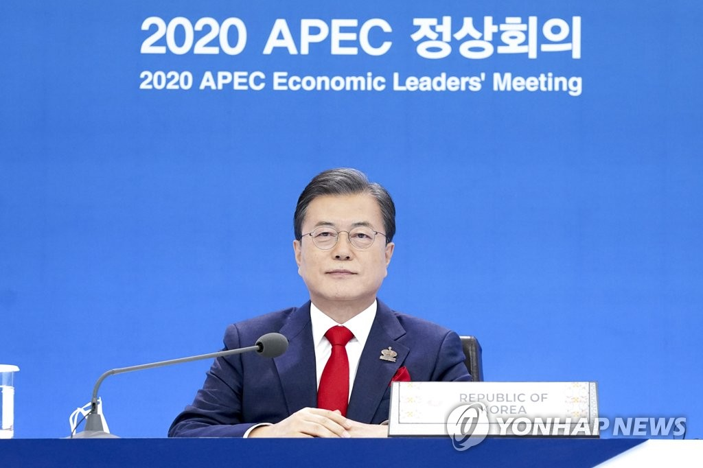South Korean President Moon Jae-in takes part in an Asia-Pacific Economic Cooperation (APEC) summit, held online, at Cheong Wa Dae in Seoul on Nov. 20, 2020. (Yonhap)