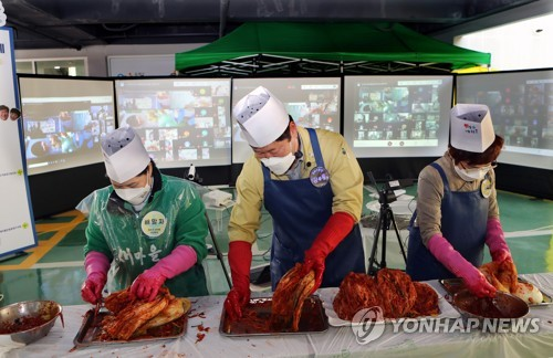 New virus cases spike to over 300 again as greater Seoul comes under tougher virus curbs