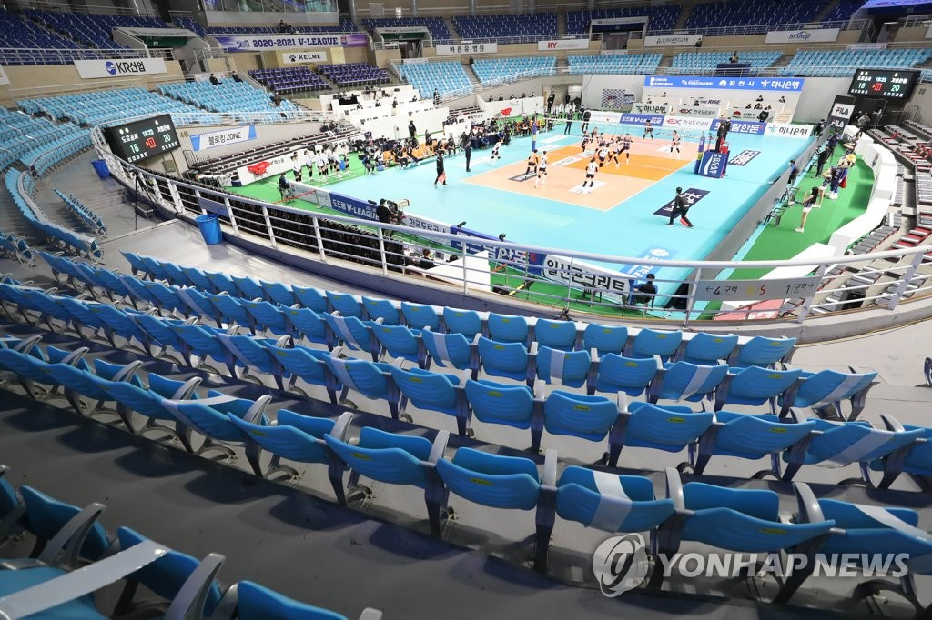 This file photo from Dec. 1, 2020, shows an empty Gimcheon Gymnasium in Gimcheon, 230 kilometers southeast of Seoul, during a women's V-League match between the IBK Altos and the Korea Expressway Corp. Hi-Pass. (Yonhap)