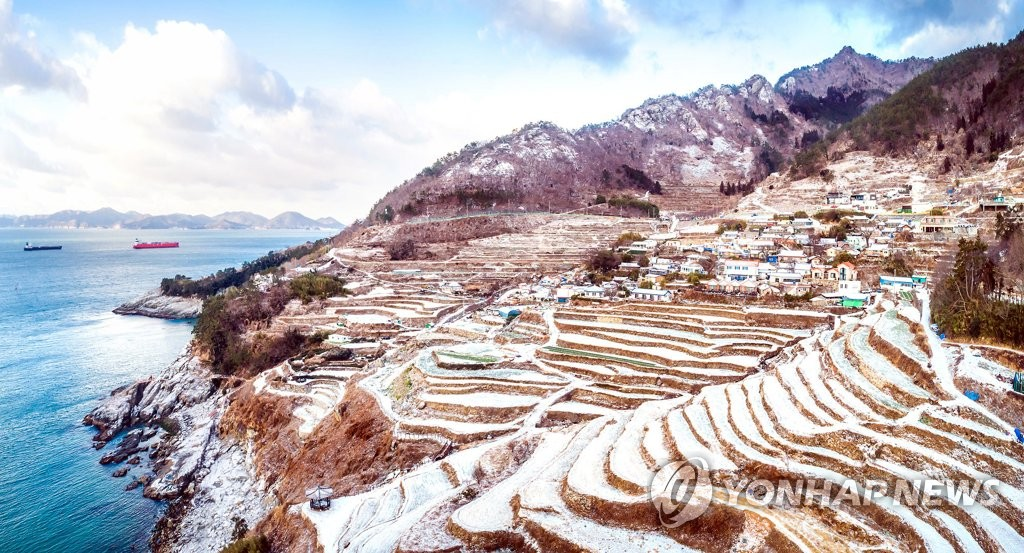 Snow settles on terraced rice paddies in Namhae on South Korea's south coast on Jan. 7, 2021, following heavy snowfall overnight, in this photo released by the Namhae municipality. (PHOTO NOT FOR SALE ) (Yonhap)