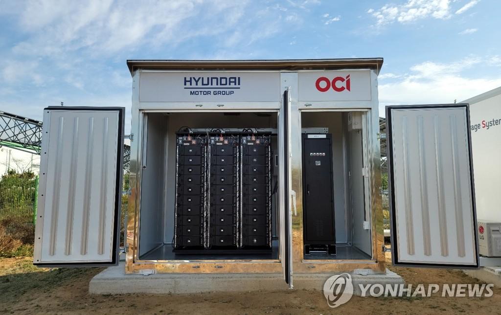 OCI-현대차그룹이 공주 태양광발전소에 설치한 ESS 큐브(Cube) 전경
