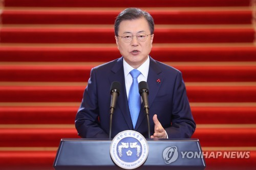 (LEAD) Moon says all S. Koreans will be given free COVID-19 vaccines