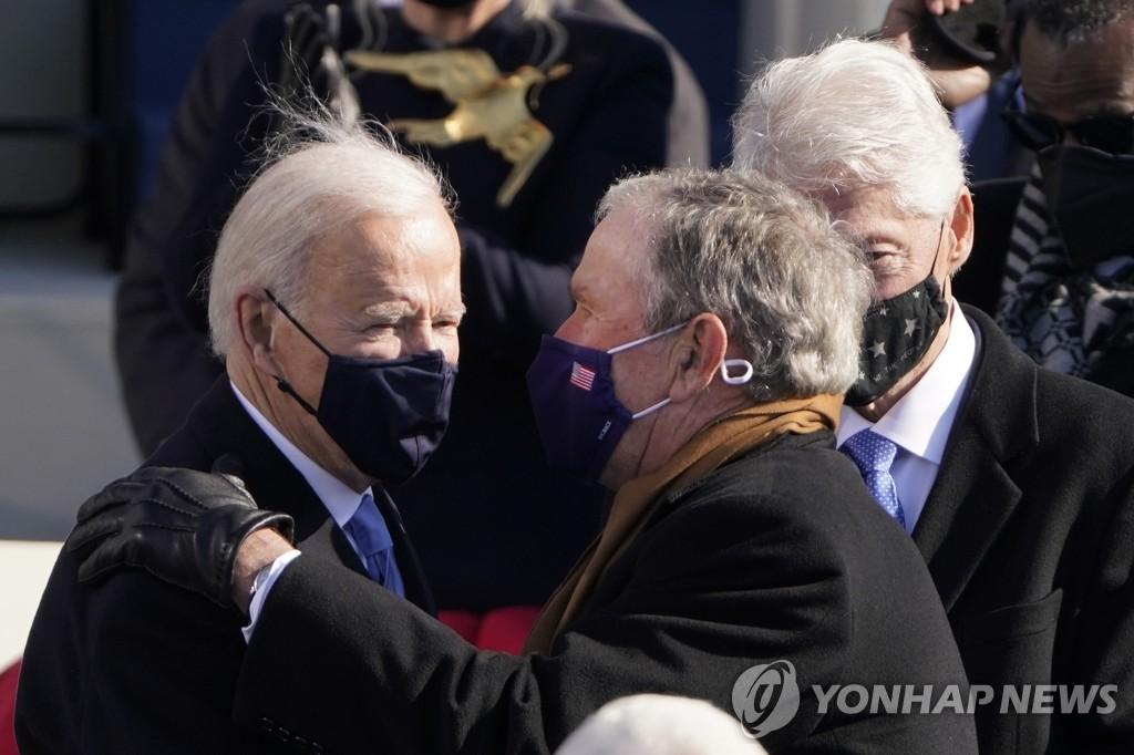 바이든 취임식 후 담소 나누는 전·현직 미 대통령들