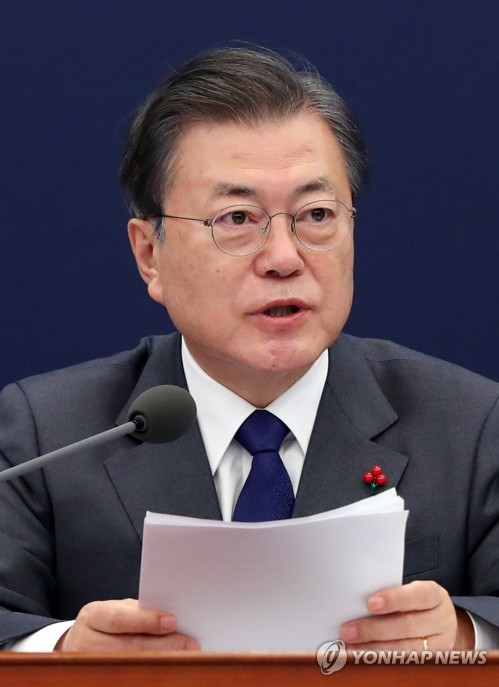 Moon attends meeting of National Security Council