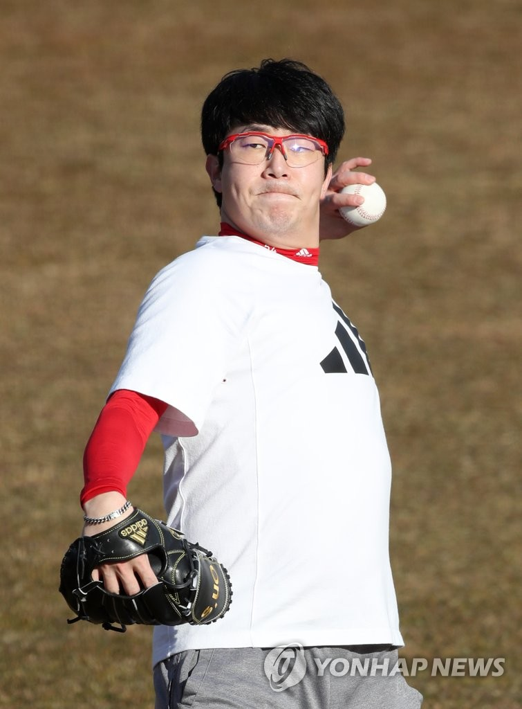 Yang Hyeong-jong of the Texas Rangers plays catch at Gwangju-Kia Champions Field, home of his former South Korean club Kia Tigers, in Gwangju, 330 kilometers south of Seoul, on Feb. 15, 2021. (Yonhap)