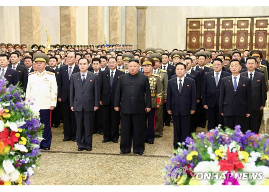 북한 김정은, 김정일 생일 맞아 금수산태양궁전 참배