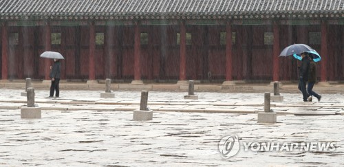 Rainy day at Gyeongbok Palace