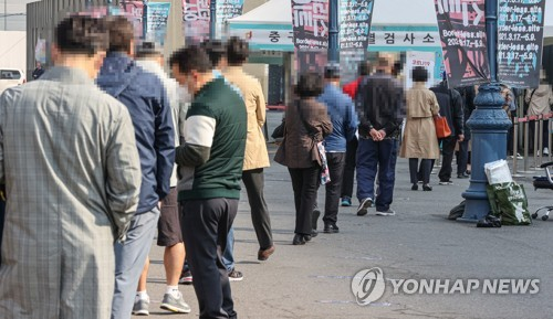 New virus cases in 500s for 2nd day; Seoul aims to vaccinate 3 mln by end-April