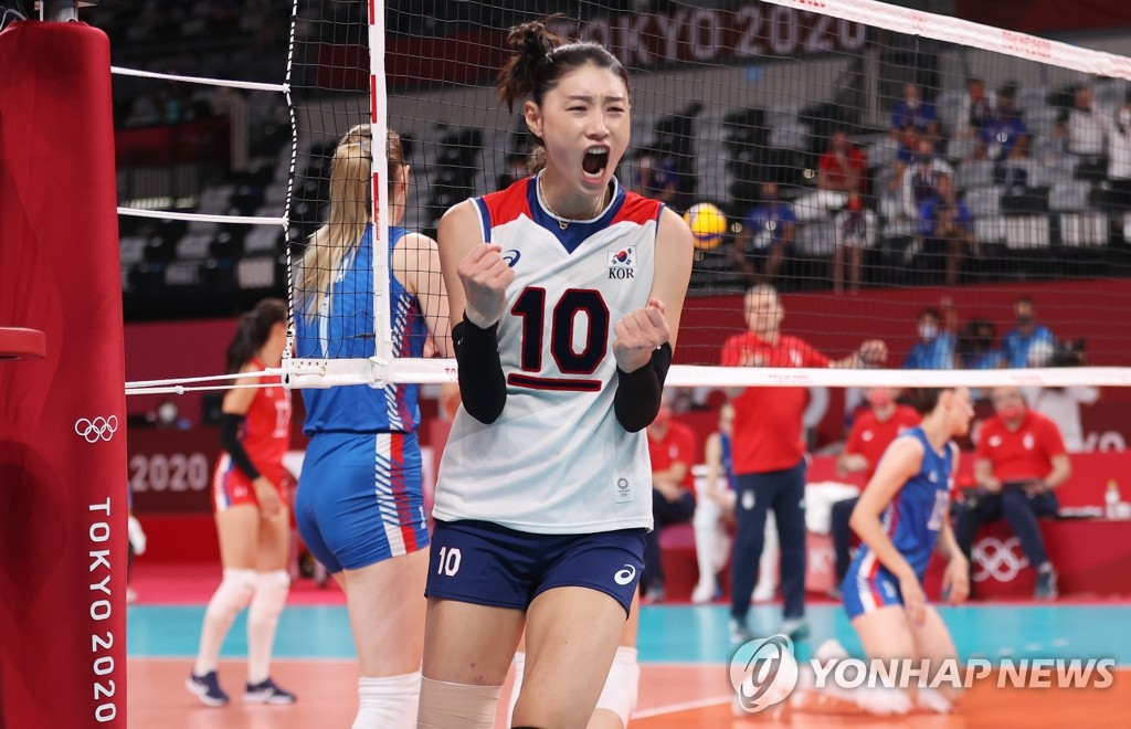 Kim Yeon-koung of South Korea celebrates a point against Serbia in the bronze medal match of the Tokyo Olympic women's volleyball tournament at Ariake Arena in Tokyo on Aug. 8, 2021. (Yonhap)
