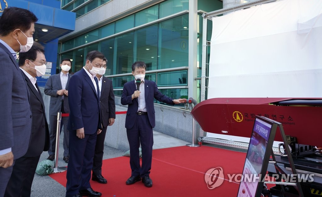 President Moon Jae-in (2nd from R) receives a briefing on South Korea's long-range air-to-missile system at the ADD Anheung Test Center in South Chungcheong Province on Sept. 15, 2021, in this photo provided by Cheong Wa Dae. (PHOTO NOT FOR SALE) (Yonhap)